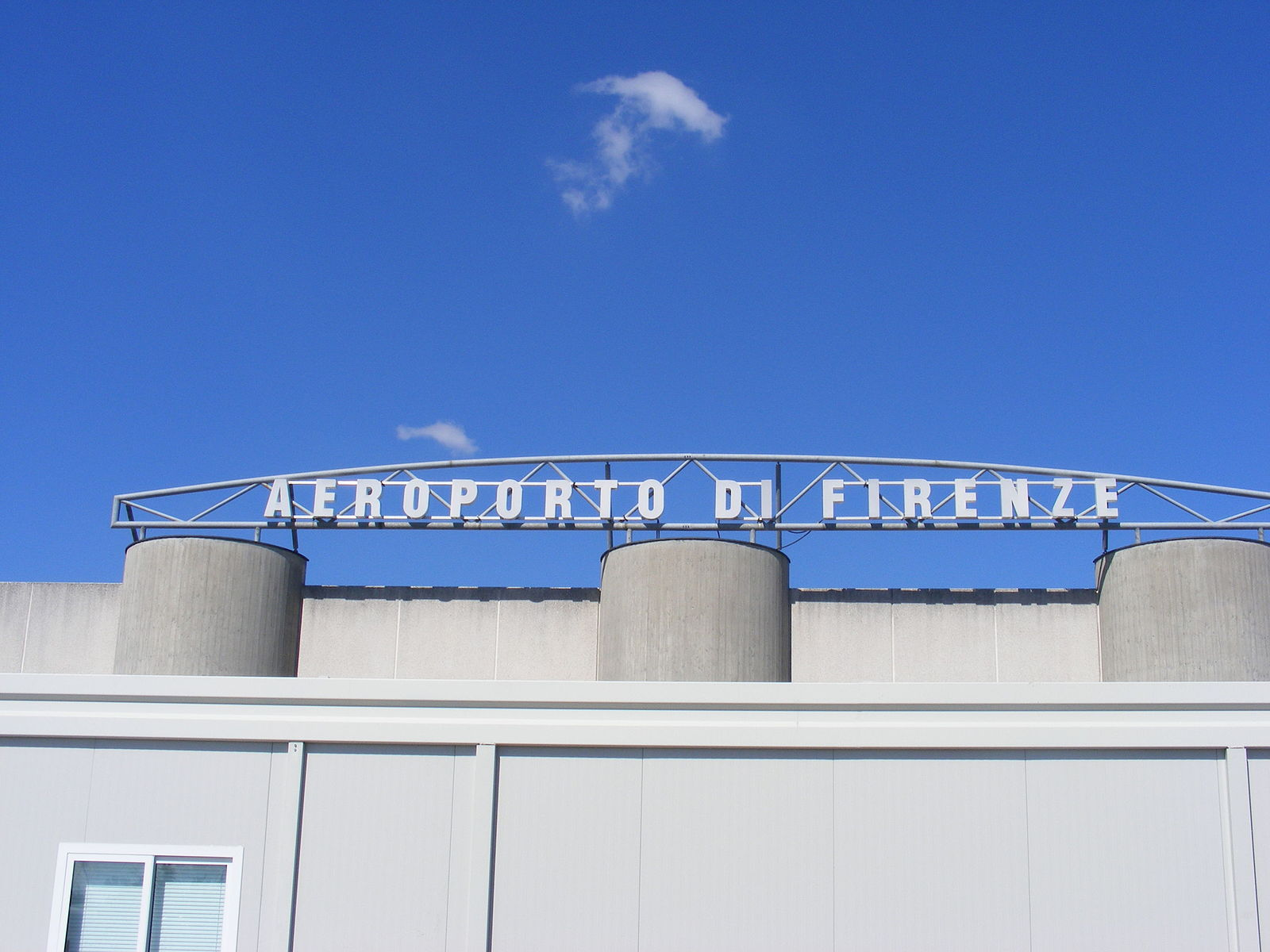 Florence Airport, Peretola serves Florence, in Italy.